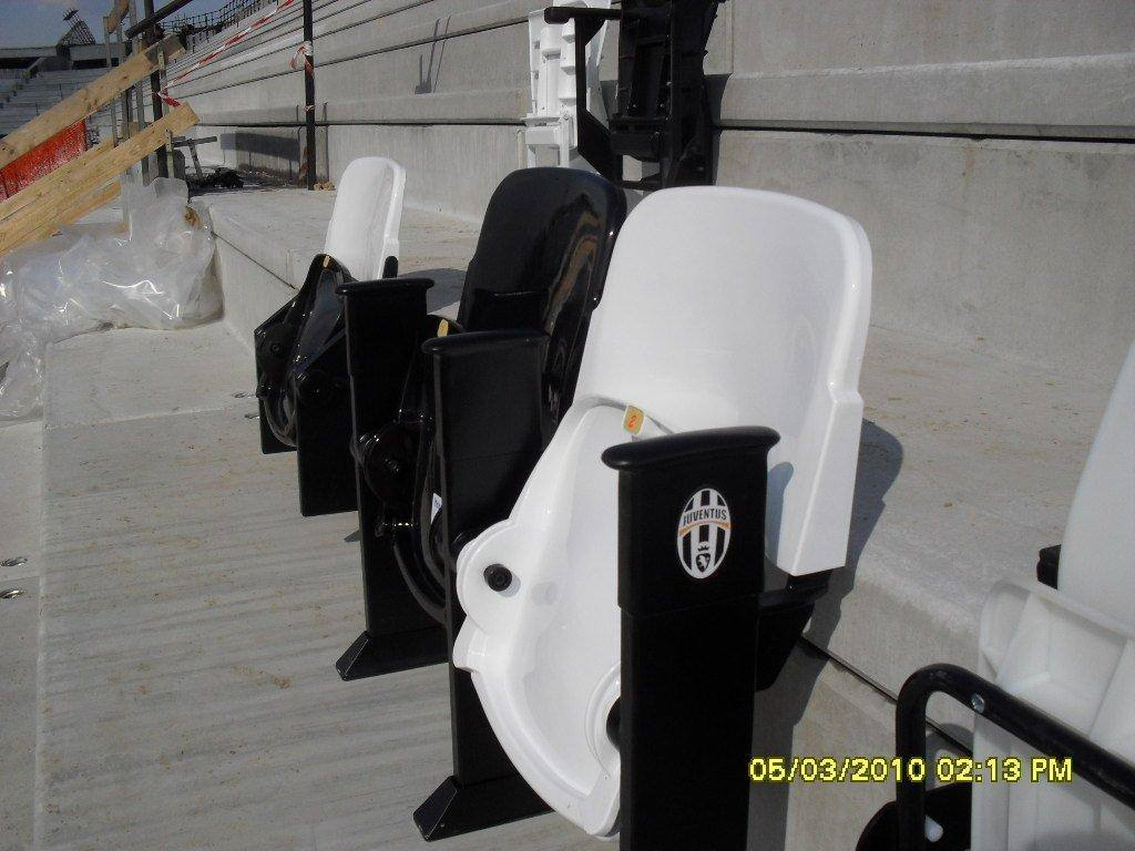 Seggiolini del nuovo stadio della Juventus prodotti dalla Mondo di Gallo d'Alba