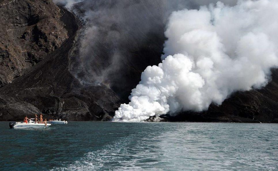 Stromboli, barca travolta dalle onde di vaporetto ferita una turista
