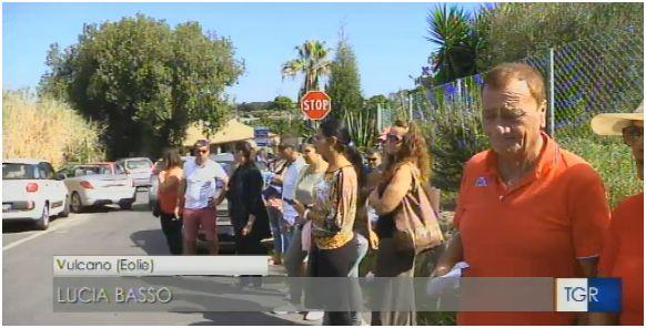 LE NOTIZIE DEL NOSTRO GIORNALE ONLINE FANNO IL GIRO D'ITALIA. Vulcano, alla scuola media continua lo sciopero dei 21 alunni. Il grido di rabbia dei genitori 'non voteremo alle Regionali...'. Le reazioni nel web. VIDEO